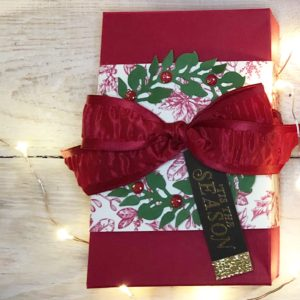 Belly Band Toile Tidings Gift Wrap by Artisan Design Team Member 2019, Mikaela Titheridge, UK Independent Stampin' Up! Demonstrator, The Crafty oINK Pen. Supplies available through my online store 24/7